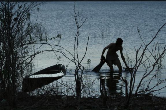 Mendel nach einem langen Tag des unter-wasser-Filmens, im See, indem das Dorf Canudos verschwand.