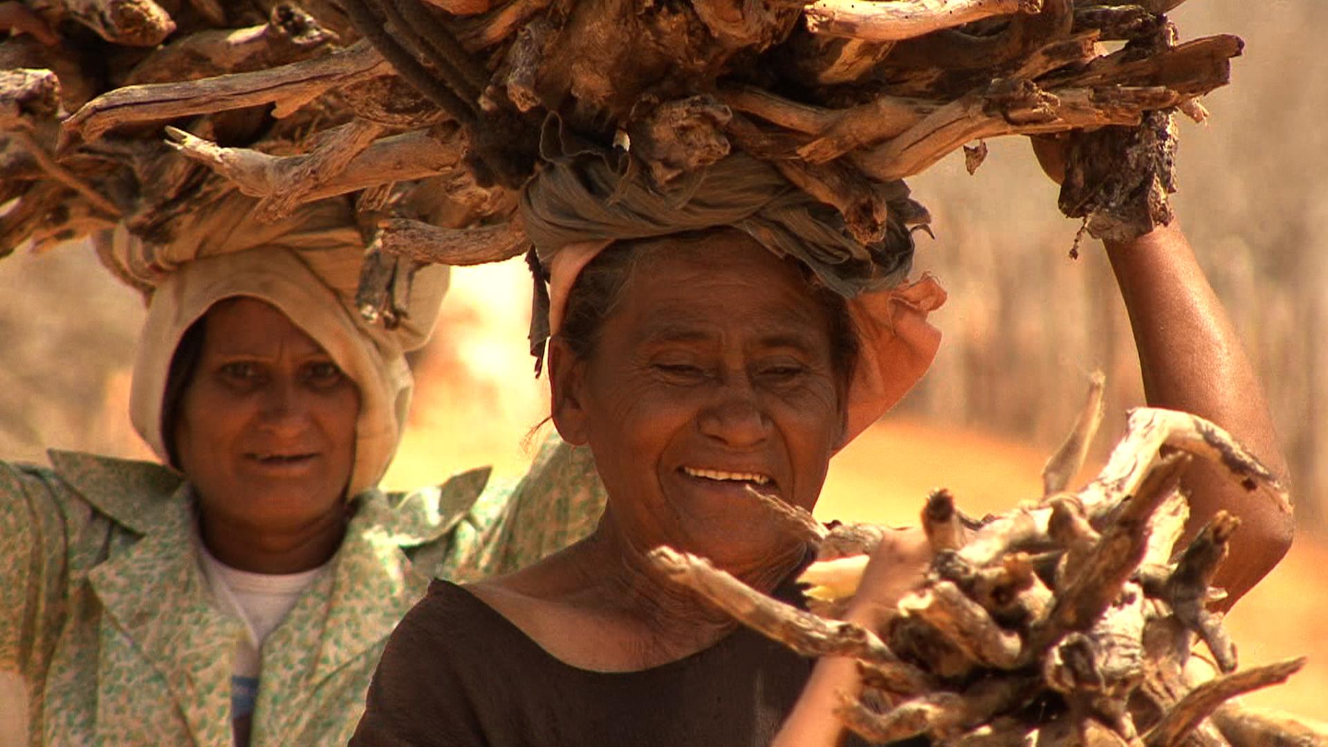 Movie still from The Sea of pilgrim Antonio : Otacila (70) brings wood home